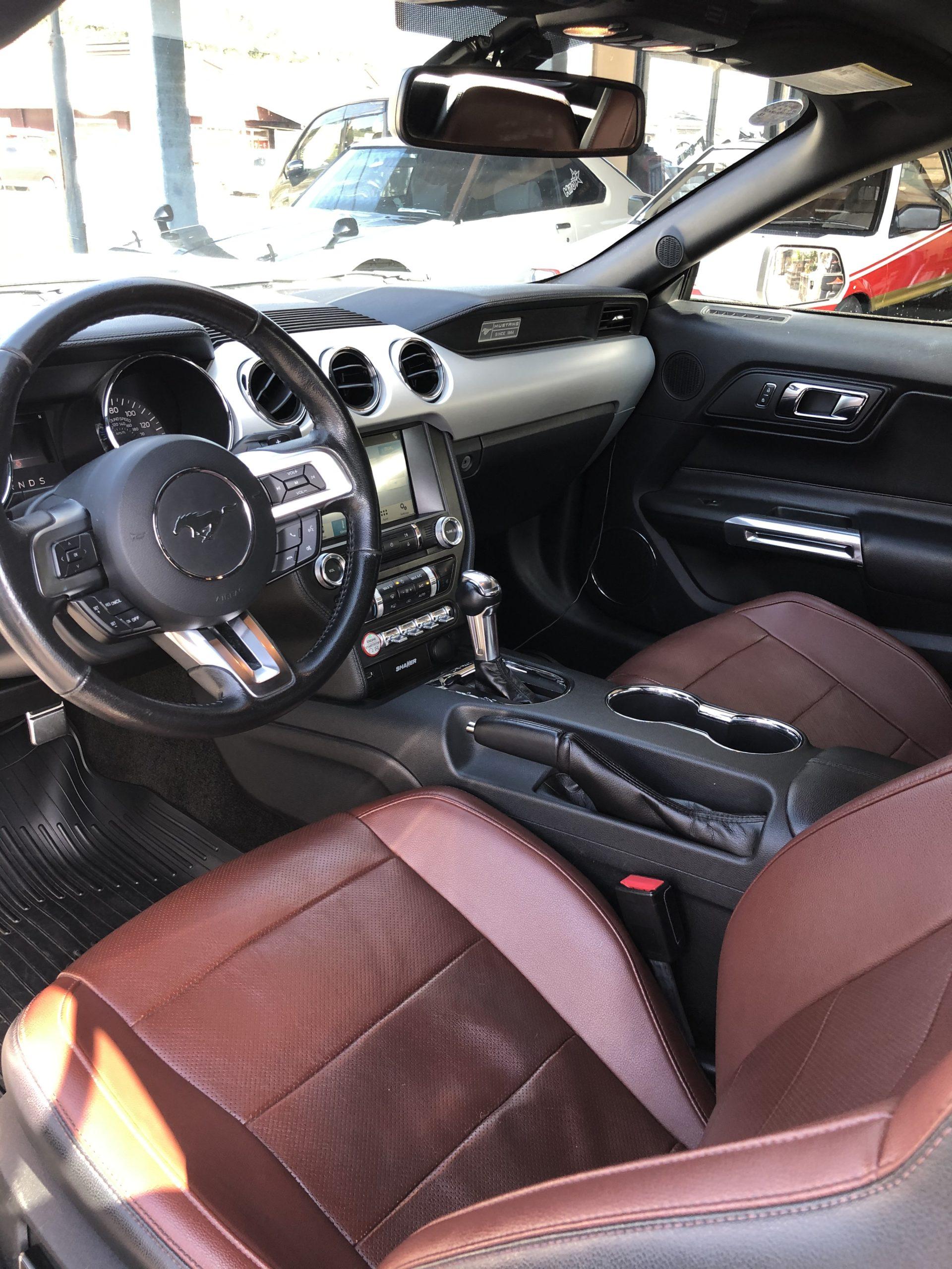 フォード マスタング コンバーチブル エコブーストプレミアム